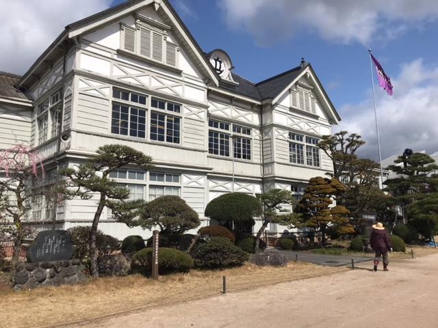 旧遷喬尋常小学校は無料で楽しめる観光名所(岡山県真庭市)