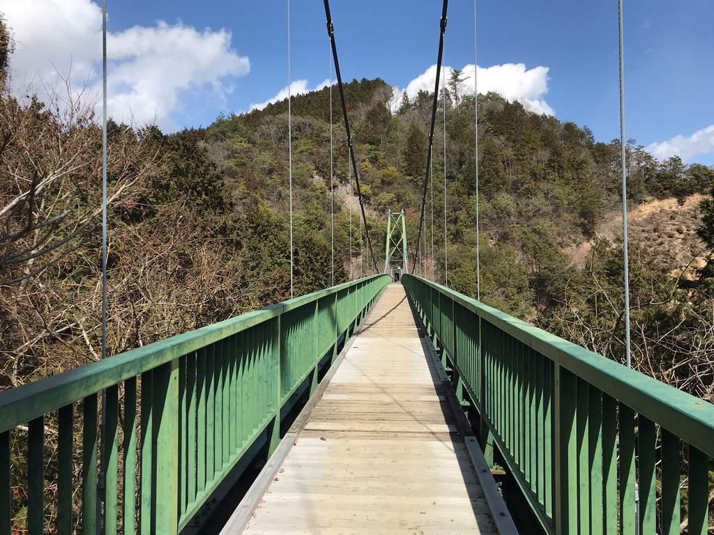 備中松山城(小松山城跡)の先には大松山城跡と吊り橋が待ち構えていた