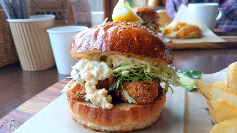 鹿児島市の郊外の丘の上にある素敵なマザルバカフェのハンバーガーは美味しかった