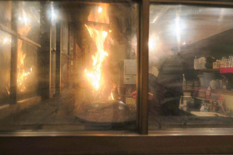 鹿児島天文館にある藁焼き専門店の赤衛門(あかえもん)さんでカツオや黒毛和牛のわら焼きを食べました